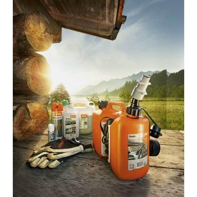 Kombikannu polttoaineelle ja teräketjuöljylle